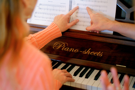 women learning piano