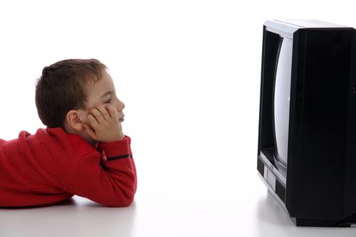 Resultado de imagen de children watching TV