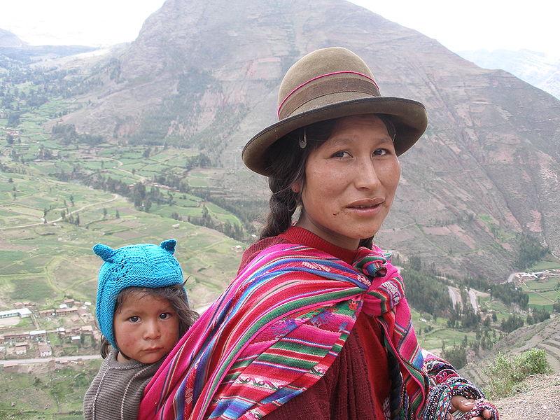 ¿Chuño? ¿Tunta? 800px-Quechuawomanandchild