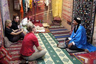 Berber carpet shop and tea/ Active Steve/ Flickr/ Licensed under CC BY 2.0