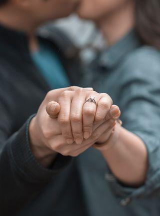 Couple celebrating engagement/ Bekir Donmez/ Unsplash