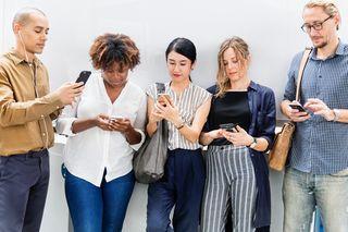 People with Smartphones/ Rawpixel/ Unspash