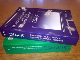 DSM-5 & DSM-IV-TR by F.RdeC,  CC by 3.0