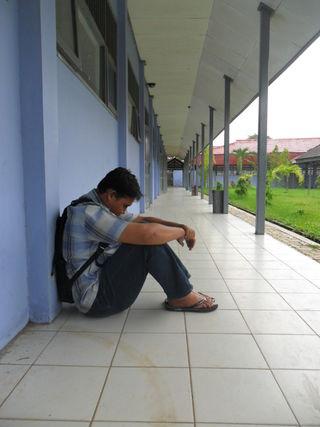 Lonely boy. Arief Rahman Saan (Ezagren), Wikimedia Commons in public domain.