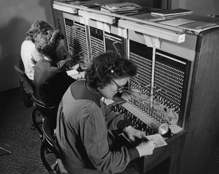 Wikimedia, Switchboard staff, public domain