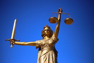 Justice placed in the public domain by sanh ho (pixabay)