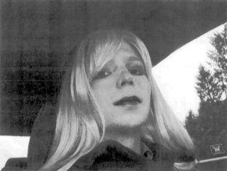 Photo of Bradley Manning en femme