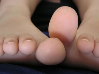 feet Girl toenails big long