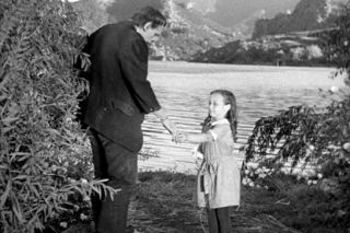Frankenstein's monster mistakes a little girl for a flower