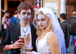 things to do with your girlfriend on halloween