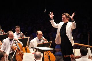 Keith Lockhart leads the Boston Pops