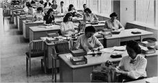Women at work at the Lever House on Park Avenue in 1952. Today, young women in N