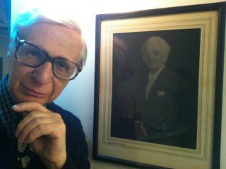 Kreskin with photo of magician Harry Blackstone