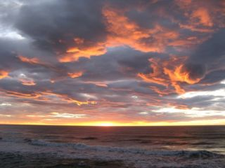 http://www.30traveler.com/wp-content/uploads/2013/02/sunset-punakaiki.jpg