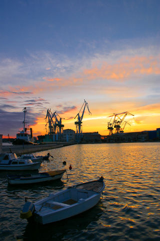 stockfreeimages /14114118/Harbor-at-Sunset purchased on free trial