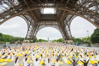 International Yoga Day under the Eiffel Tower/Public Domain