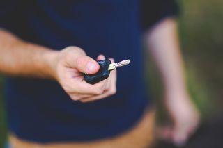 Man holding car key /pixabay