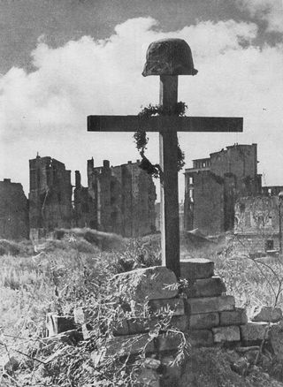 Soldier's Grave Warsaw 1945, Wikimedia