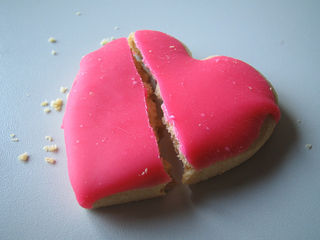 """Broken Heart Cookie 1"" by Olivier Kaderli via Flickr (CC by 2.0)"