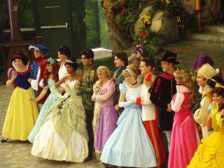 //commons.wikimedia.org/wiki/File:Disneyland_2012-02-14_Princess_and_Princesses_b.jpg#mediaviewer/File:Disneyland