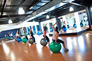 """Fitball_Group_Fitness_Class""/www.localfitness.com.au/CC BY-SA 3.0"