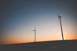Sunset Windmills/Viktor Hanáček/Picjumbo