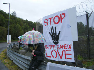 """""""Stop in the name of love"""", by Chris Booth, Flickr, CC BY-SA 2.0."""
