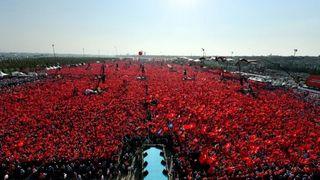 Mass rally for Erdoğan, August 2016; Kayhan Ozer/Presidential Press Service via AP