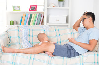 When Dad Struggles After the Baby Arrives | Psychology Today
