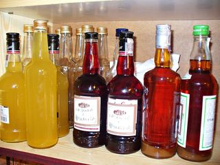 https://pixabay.com/en/alcohol-vodka-tincture-liqueur-963767/