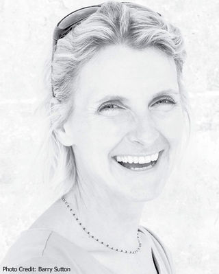 Barry Sutton/https://www.elizabethgilbert.com/bio/