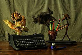 https://pixabay.com/en/to-write-machine-desk-flowers-1700787/