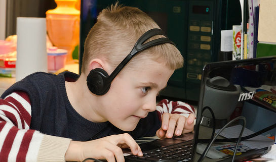 Chris Parfitt/Child Using Laptop/Flickr