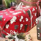 Weihnachtsgeschenke/Christmas Gifts by Marco Verch, licensed under Creative Commons attribution, Wikimedia Commons