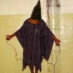 """""""Cloning Terror. La guerra delle immagini dall'11 settembre a oggi"""" di W.J.T. Mitchell (2011) http://goart.it/2014/06/02/potere-delle-immagini-licona-abu-ghraib/"""