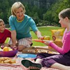 https://snapsphotobook.wordpress.com/2014/10/19/ways-to-keep-your-family-even-tighter-year-round/