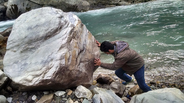 Moving a Big Rock by Parvati River, Flickr, licensed under CC by 2.0