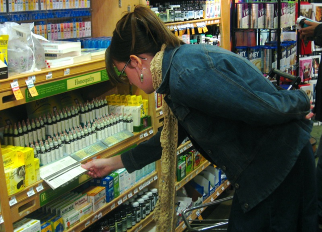 Woman looking at homeopathic medicine /Wikimedia Commons
