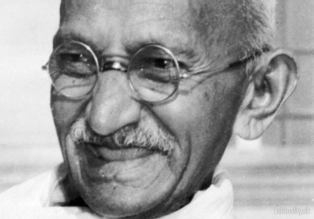 wikimedia commons/ Mahatma Ghandi close up potrait