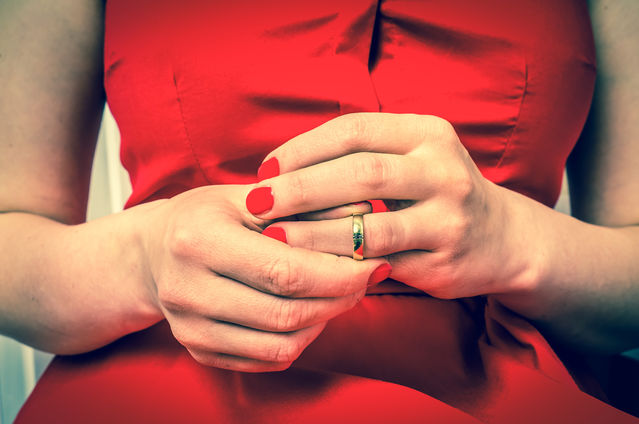Women Of America Take Off Your Wedding Rings Psychology Today