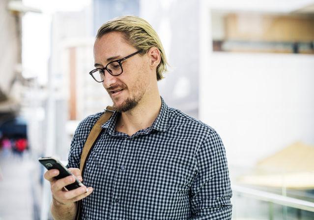 Should Men Use Affectionate Emojis?