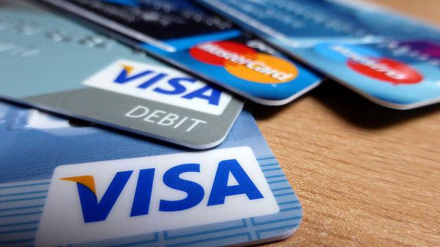 should teenager given a credit card essay