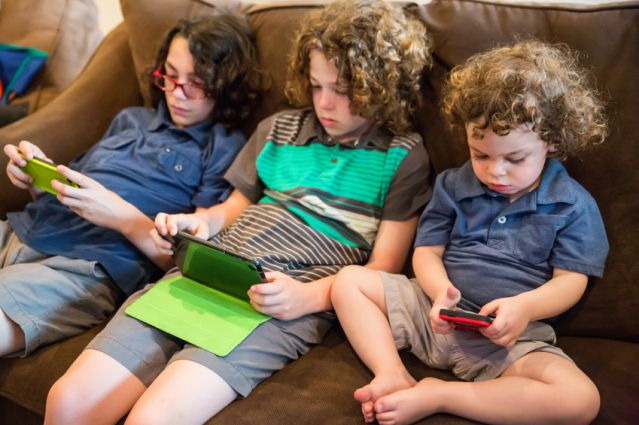 Essay on the use of mobile phones has lowered active social life and has become an addiction