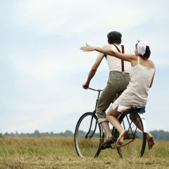 Image: Young couple on a bike