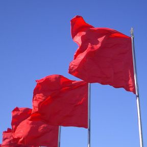 Relationship Red Flags: What to Look For Early On