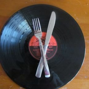 Using Music to Help Stick to Your Diet