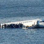 plane‑Hudson_people_on_wings.jpg