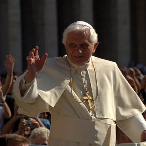 Movie Review: We Have a Pope (2011)
