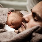 man and baby asleep/pexels.com/pixabay.com