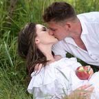 https://pixabay.com/en/snow-white-print-kiss-march-love-1478800/